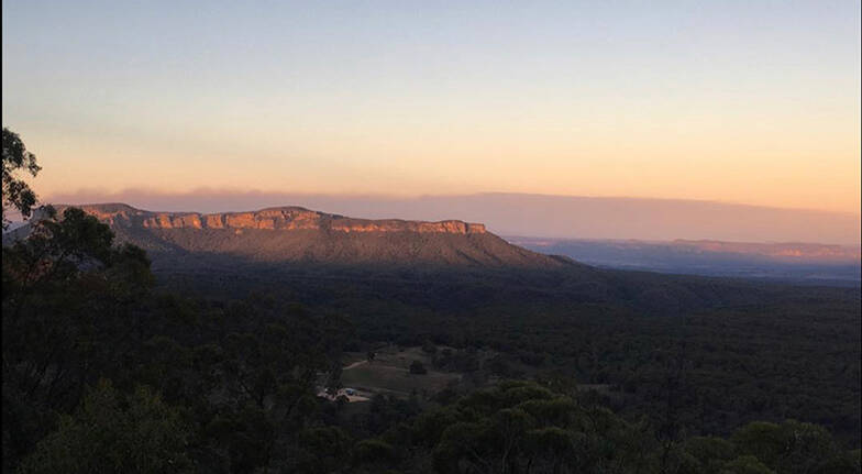 Blue Mountains 3 Course Meal with a Bottle of Wine - For 2