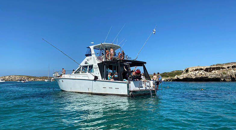Snorkelling Tour of Carnac Island with BBQ Lunch  4 Hours