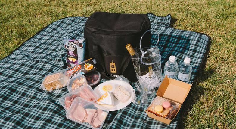 Premium Wine Tasting Picnic Hamper and Gift  For 2