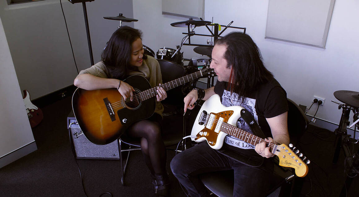 Learn How To Rock AC/DC Style - 4 Week Guitar Lesson Package
