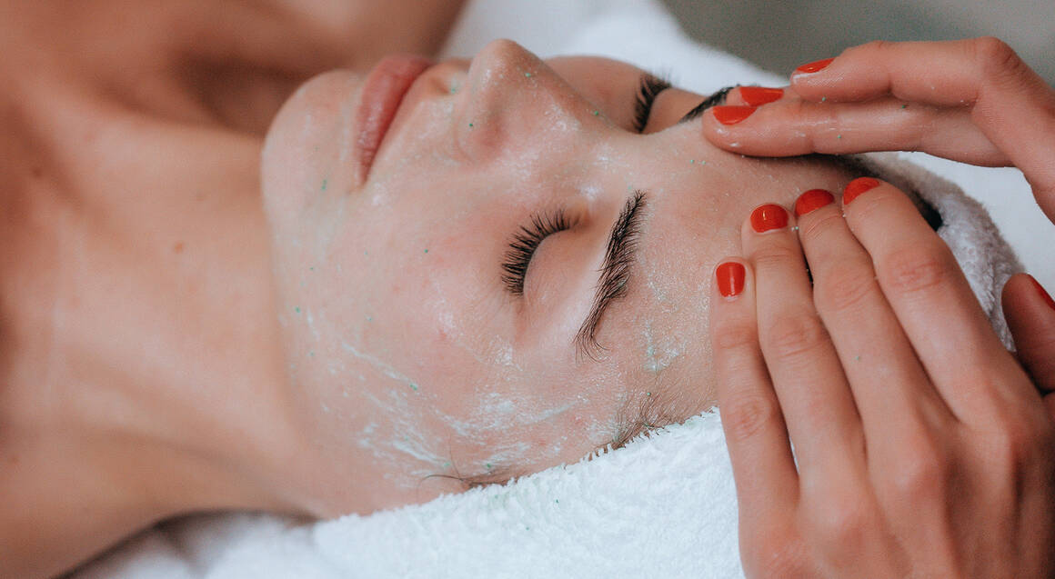 Luxury Facial and Back Massage - 90 Minutes
