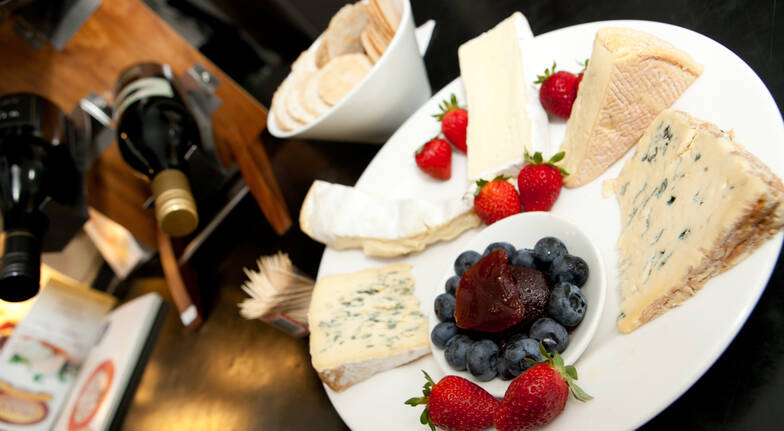 Chauffeured Cheese and Wine Tour with 2 Course Lunch - For 2