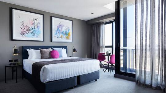 2 Night Box Hill Stay with Sparkling Wine - For 2