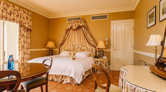 Yarra Valley Overnight Bed and Breakfast Stay - Melba Suite