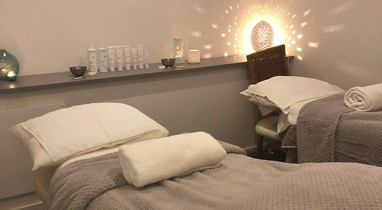 Aromatic Hot Stone Massage and Facial - 90 Minutes