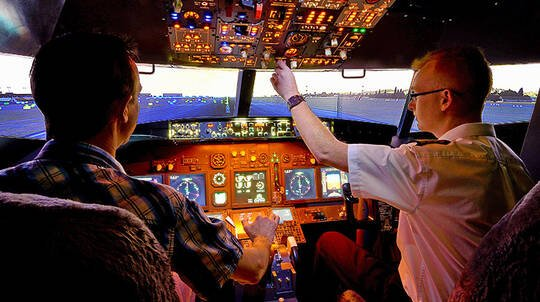 Flight Simulator Based on Boeing 737-800 - 30 Minutes