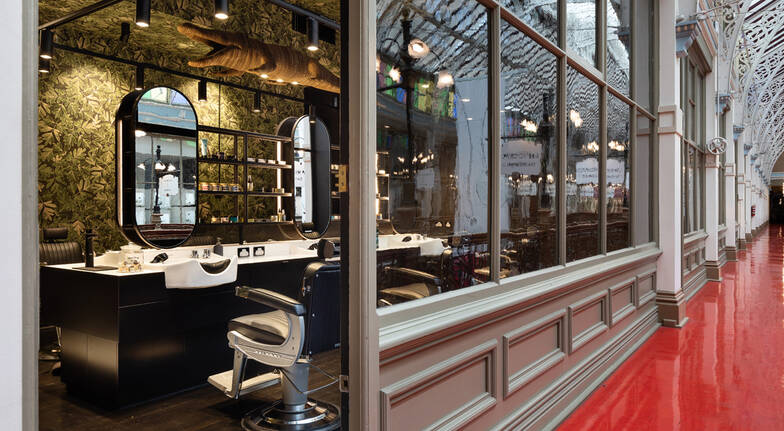 Men's Hot Towel Shave and Hair Cut with Take Home Gift