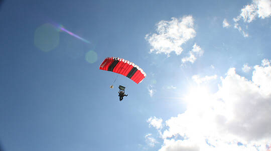 Tandem Skydive over the Hunter Valley - 14,000ft