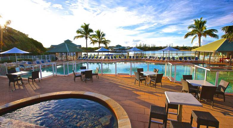 2 Night Weekend Suite Stay with Breakfast and Dinner - For 4