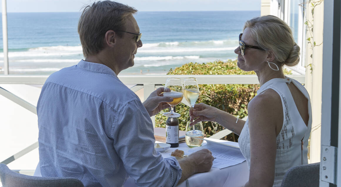 couples eating at pilu at freshwater restaurant beach view