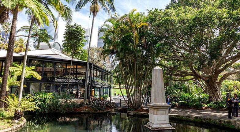 Picnic in the Royal Botanic Gardens by Luke Nguyen - For 2