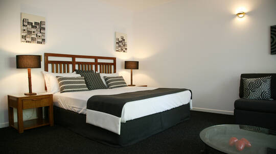 2 Night Deluxe Stay with Breakfast, Wine and Bike Hire-For 2