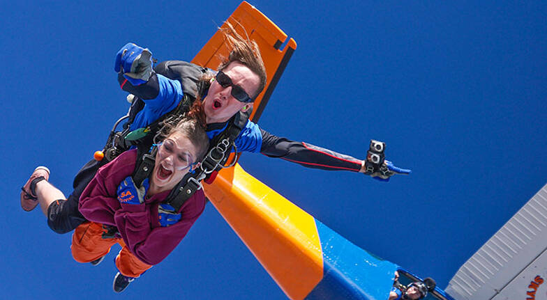 Tandem Skydive over Lake Alexandrina  9000ft