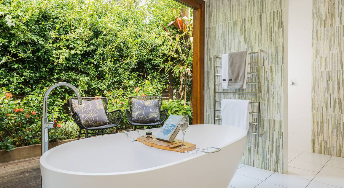 1 Night Hinterland Hideaway with Breakfast - For 2