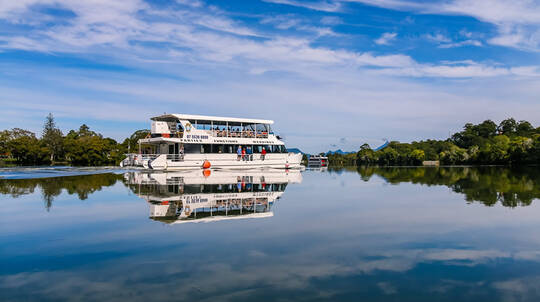 Tweed River Cruise with Crab Catching and Buffet Lunch
