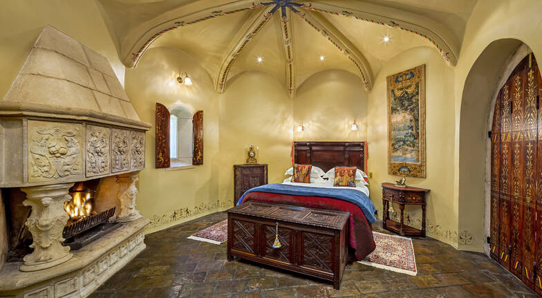 Romantic Queen Of The Castle Escape  For 2