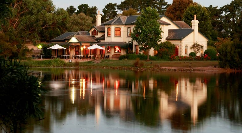 Lakeside Lunch with Wine and Gift Pack - For 2