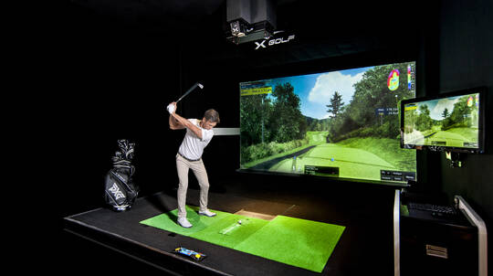 Indoor Golf Simulator with Pizza and Drink - For up to 4
