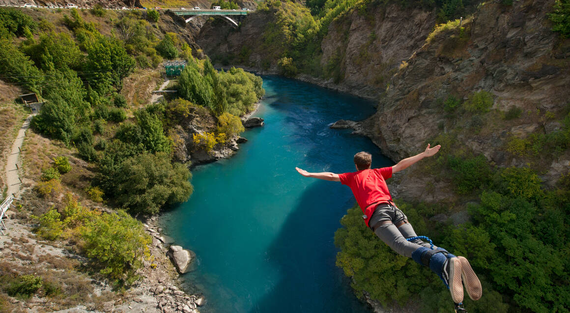 Bungy Jump Off Kawarau Bridge Queenstown with T-Shirt