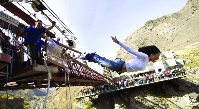 Bungy Jump Off Kawarau Bridge Queenstown with T-Shirt