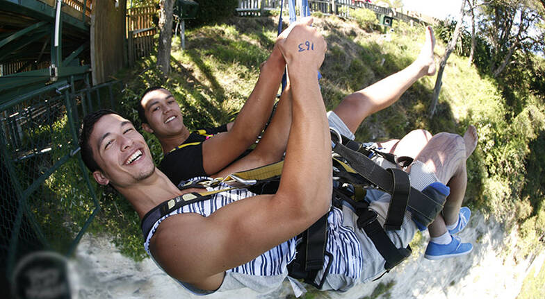 Solo Cliffhanger Extreme Swing in Taupo
