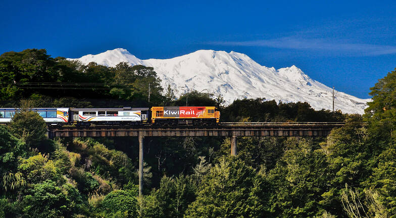 Larnarch Castle and Taieri Gorge Railway Full Day Tour