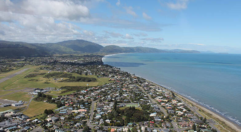 Scenic Kapiti Coast Tour with Helicopter Flight and Lunch