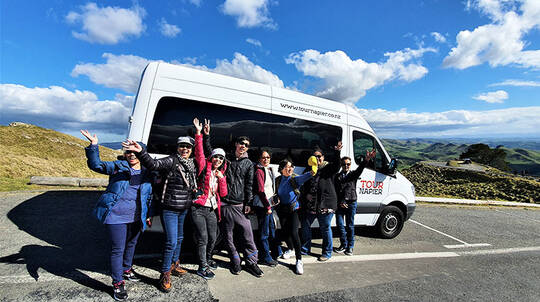 Hawkes Bay Tour with Wine and Honey Tastings - 6 Hours