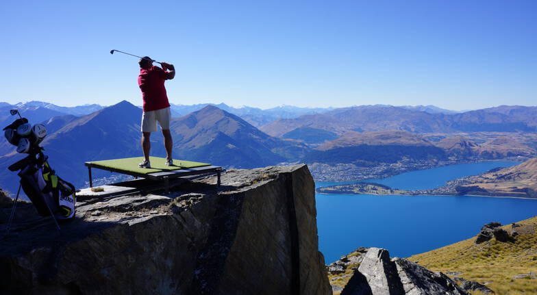 Altitude Golf and Helicopter Flight Over Queenstown