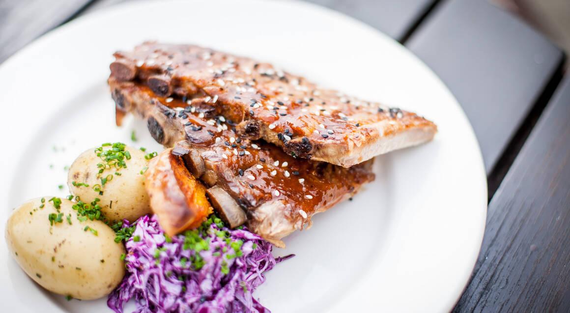 Lake Wakatipu Cruise and Gourmet BBQ Dinner