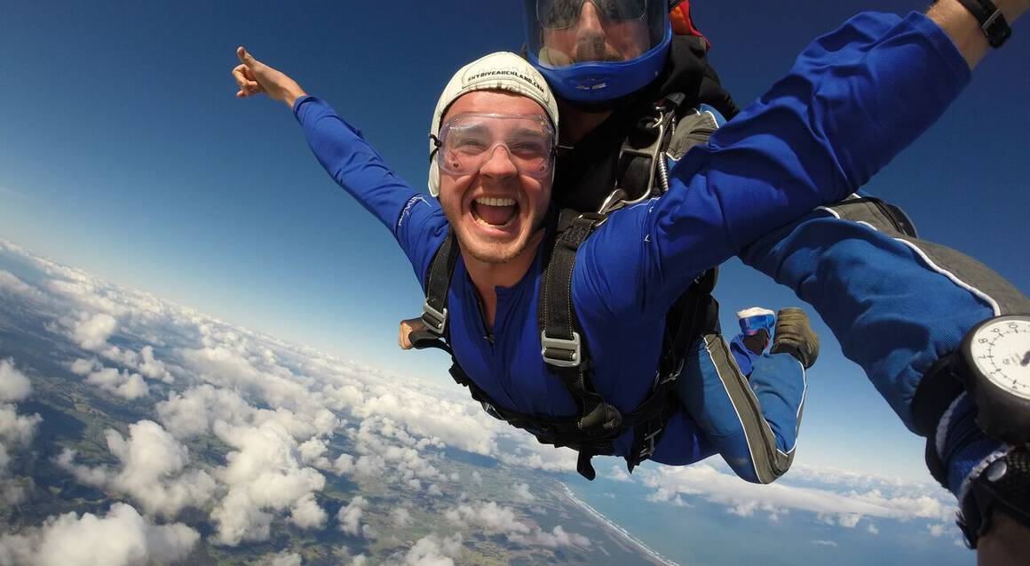 Tandem Skydive in Auckland - 16,000ft