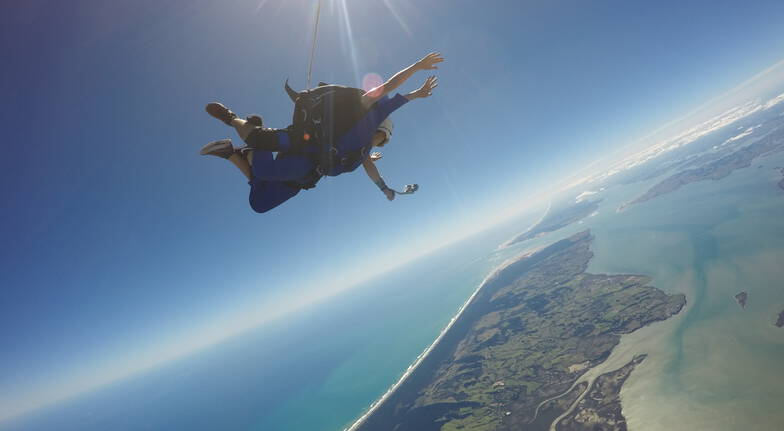 Tandem Skydive in Auckland  20000ft