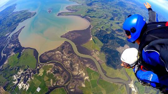 Tandem Skydive in Auckland - 20,000ft
