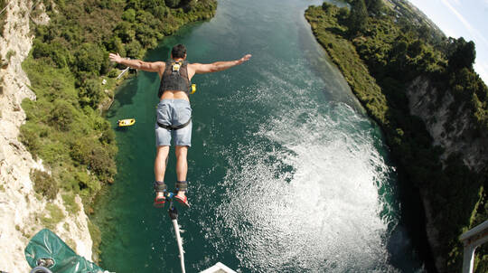 Solo Bungy Jump in Taupo