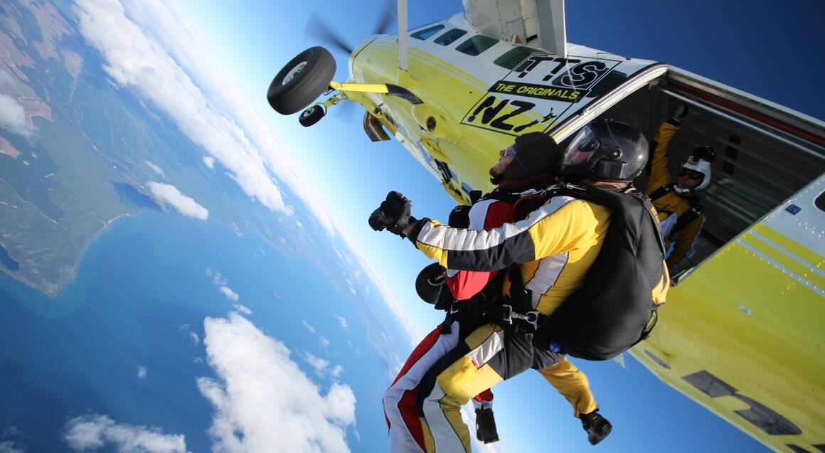 Tandem Skydive above Lake Taupo - 18,500ft