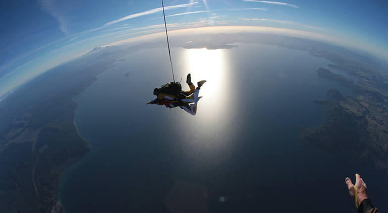 Tandem Skydive over Taupo  9000ft