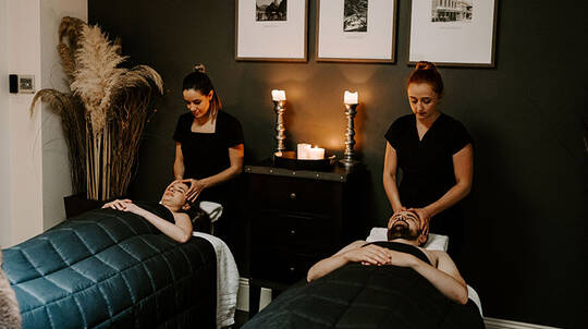 2 Hour Couples Massage with Takeaway Gift - Queenstown